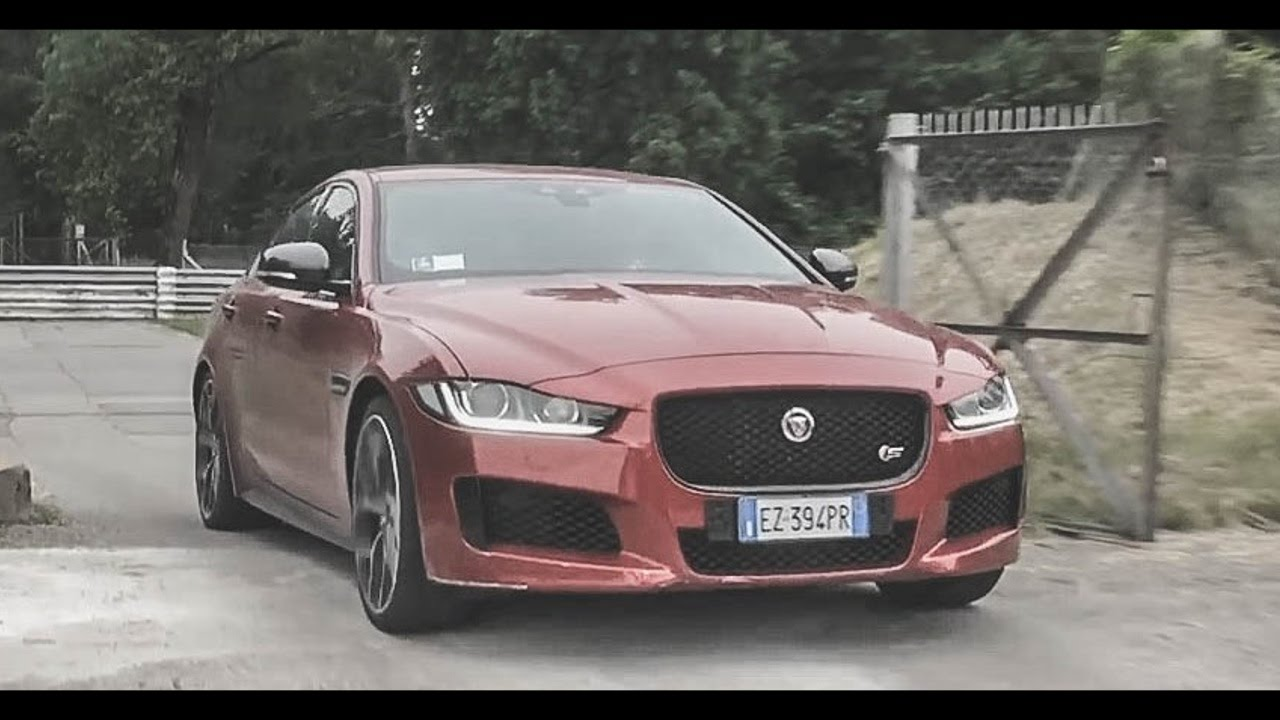 jaguar xe s 3 0 v6 exhaust sounds revs accelerations youtube. Black Bedroom Furniture Sets. Home Design Ideas