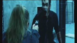 Due clip del film dove si vedono morire 2 personaggi film...una scena abbastanza ridicola dal mio punto di vista ...mhuhahahah