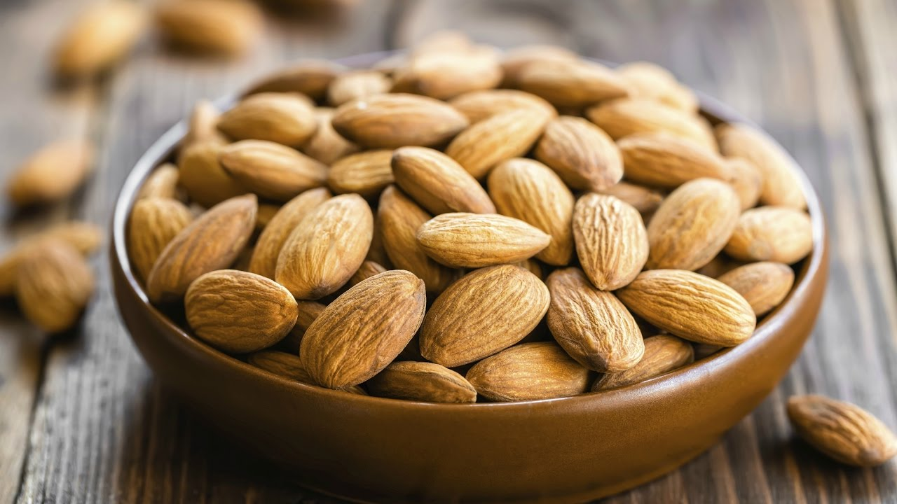 Можно употреблять миндальный орех при холестерин