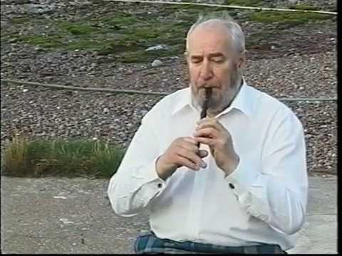 Scottish music on whistle : Alex Green plays pipe-marches