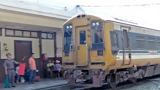 Thai Railway Diesel Multi Unit Class 158 for Special Express Train No.3 and GE CM22-7i No.4534