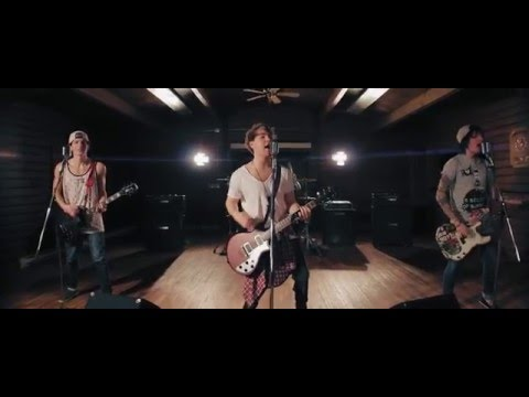 5 Seconds of Summer - Jet Black Heart (5SOS Cover - Woke Up Waiting)