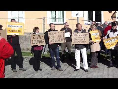 Protest vor dem Amtsgericht Kamenz.