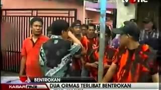 Bentrok Ormas GMBI vs PP Di station lemahabang cikarang utara 15 jan 2014