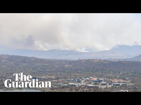 Timelapse shows huge smoke cloud rising near Canberra