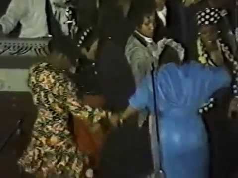 Bishop Hezekiah Walker and the Love Fellowship Crusade Choir - Praise Break (1990)
