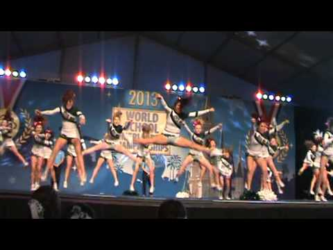 CMHS cheer at WORLDS 2013