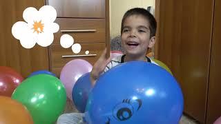 Дети лопают шарики с сюрпризами и получают новые машинки Цветные шарики везде