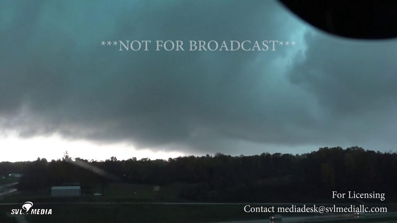 Bloomington In Tornado Warning Wall Cloud Debris S Doovi