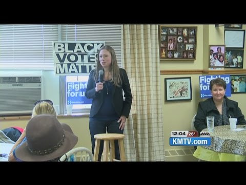 Chelsea Clinton campaigns for mother in Omaha