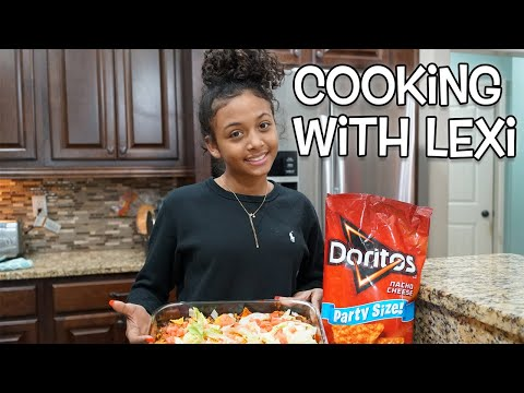 Cooking With Lexi (Doritos Casserole) – Vlogmas Day  7 | LexiVee03