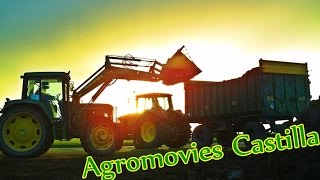 Moviendo Basura / Moving Manure / John Deere