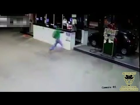 Robber Gets Owned by Prepared Customer | Active Self Protection