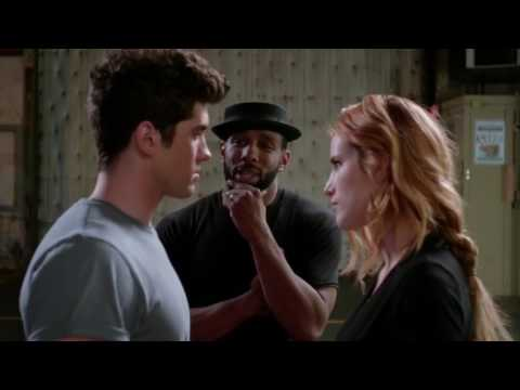 Famous In Love - 1x07 - Rainer and Paige Dance Together