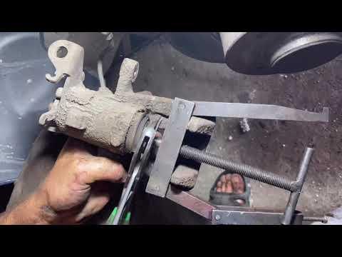 Замена задних тормозных колодок Renault Megane Scenic Laguna
