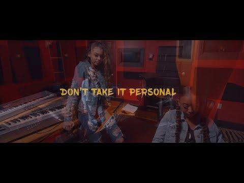 Смотреть клип Gabby And Madi - Don't Take It Personal