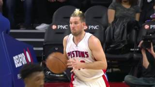 Udrih Finds Leuer For Halfcourt Alley-Oop l 11.23.16
