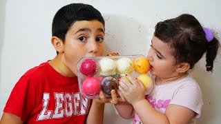 Celina eat alot of Icecream - سيلينا تأكل مثلجات كثيرة