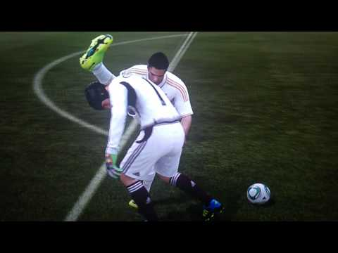 FIFA 12 Cristiano Ronaldo Glitch High Leg Muscle Injury?