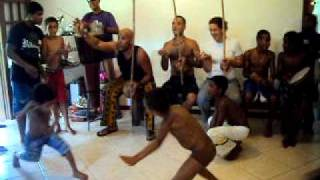 capoeira raízes BH festa macacos... 2010 459.avi