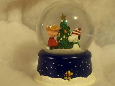 Hallmark Peanuts musical Snow Globe