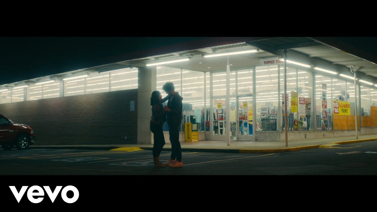Jordan Davis - Slow Dance In A Parking Lot (Official Music Video)