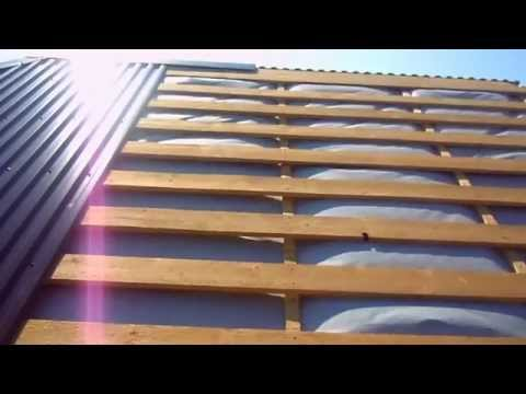 Как закрыть крышу профнастилом своими руками видео