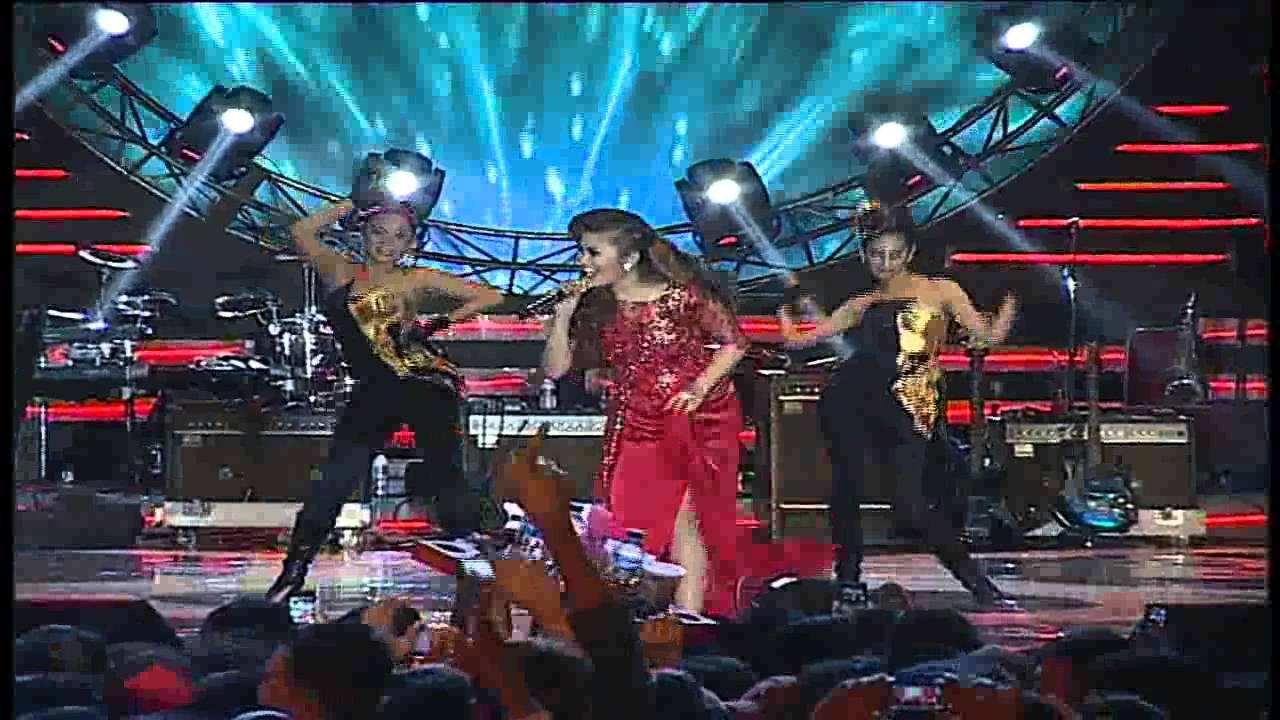 "Fitri Carlina "" Yank "" - MNCTV Roadshow Bogor - YouTube"