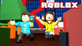 ESCAPE ROBLOX HEADQUARTERS OBBY w/ Dollastic Plays! | MicroGuardian