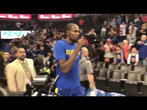 Kevin Durant receives a few boos walking onto Thunder court | ESPN