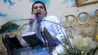 MARCO FELICIANO RESPONDE A BISP MACEDO  QUAL A DIFERENÇA  DO PENTECOSTAL X MACUMBA