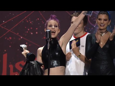 APMAs 2015: Hayley Williams wins Best Vocalist presented by AXS TV