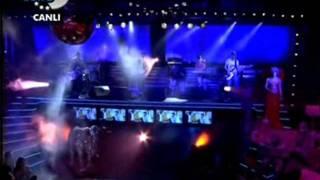 Athena - Ben Böyleyim ( Disko Kralı Canlı Performans )