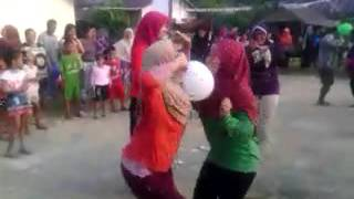 Ibu Ibu Vs Gadis Lomba Joget Balon 3
