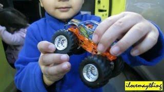 Hot Wheels: Unboxing Monster Jam Stone Crusher + Monster Mutt Dalmatian