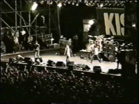 Foo Fighters w/ Barrett Jones & Krist Novoselic - Communication Breakdown (Seattle 1997)