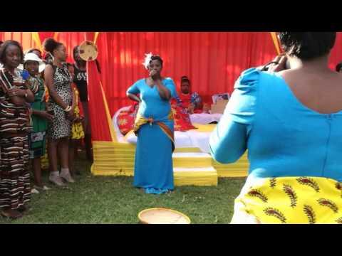 Zambian kitchen party video goes viral - Woman shakes huzhegu