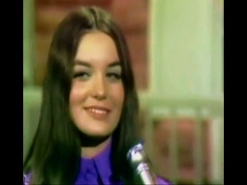 Crystal Gayle -  The  Early Years (Video)
