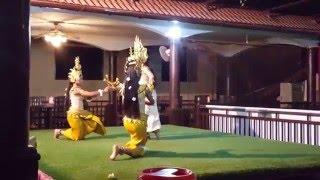 Танец тайских девушек в национальных костюмах   3  Dance Thai girls in traditional costumes(Самые интересные видео! Смотрим вместе! Зарабатывайте на ваших видео - http://goo.gl/Bs3Hhp., 2016-02-29T17:15:54.000Z)