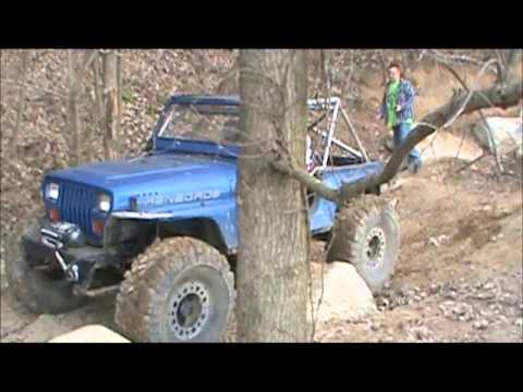 Keri's Jeep Wrangler YJ runs Full Tilt @ Bundy Hill Offroad Park 12-1-2013