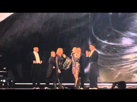 Madonna – Unapologetic Bitch ft. Jessica Chastain  – Rebel Heart Tour (Prague)