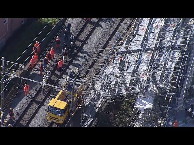 東急東横線 沿線の足場が崩れ、運転見合わせが続く