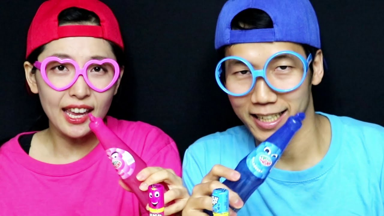 PINK FOOD VS BLUE FOOD CHALLENGE 핑크색 푸른 디저트 챌린지 Yummy Mukbang
