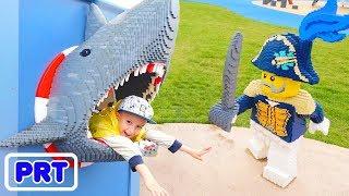Playground ao ar livre para crianças Vlad e Nikita Finja Brincar no Navio Pirata