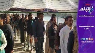 العاملون بشق الثعبان يدلون بأصواتهم في استفتاء الدستور .. فيديو