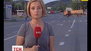 Останні новини з Мукачевого наживо(UA - Останні новини з Мукачевого наживо. Кореспондент ТСН повідомляє, що з журналістами лідер Правого сектор..., 2015-07-12T18:23:51.000Z)