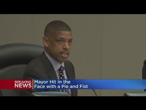 Mayor Kevin Johnson Hit With Pie At Event; Man, 32, Arrested