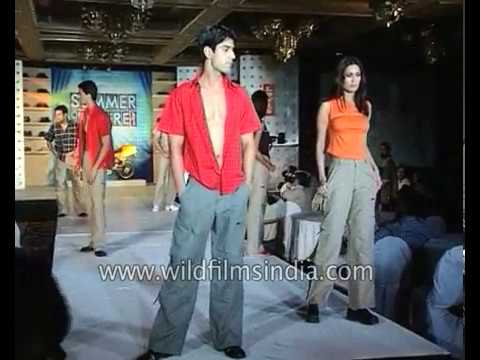 Summer of Desire fashion show : Bootcut and baggy jeans