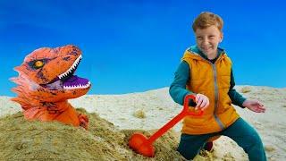 Сонный Папа и Лёва на тракторе играя разбудили динозавра в большой песочнице
