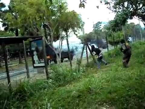 ataque del ESMAD a civiles a las afueras de UV